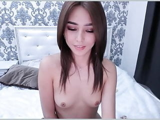asian cam showed her pink tits